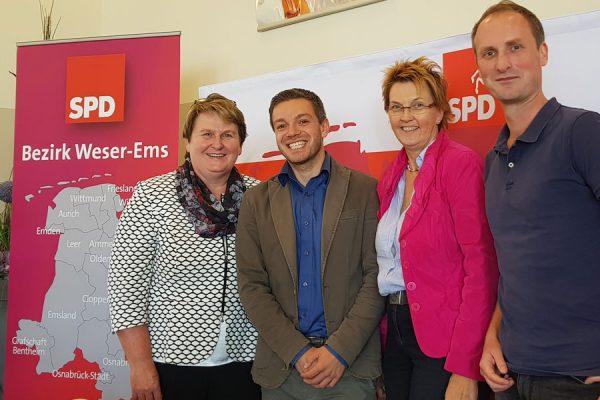 Auf dem Kleinen Bezirksprateitag mit v.l. MdL Johanne Modder, MdB Susanne Mittag und Delmenhorsts Delegierten Thore Wintermann.
