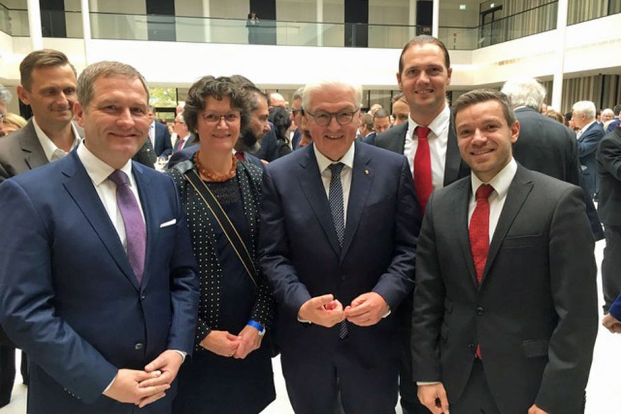 Deniz Kurku mit Bundespräsident Steinmeier