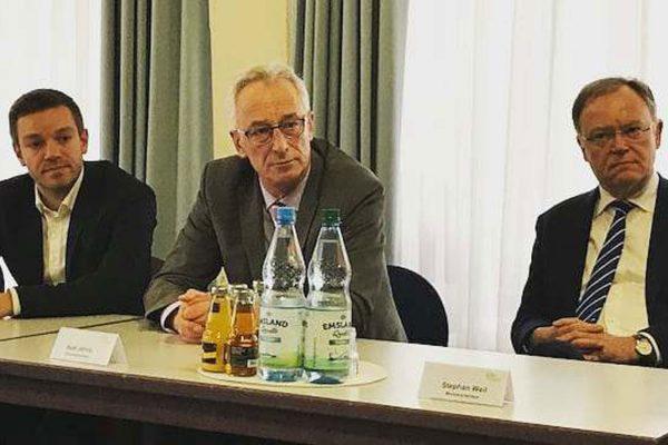 v. li.: Deniz Kurku (MdL), Axel Jahnz (Oberbürgermeister), Stephan Weil (Ministerpräsident)