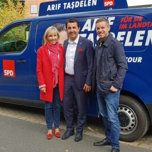 Doris Schröder-Köpf, Landtagskandidat Arif Taşdelen und Deniz Kurku