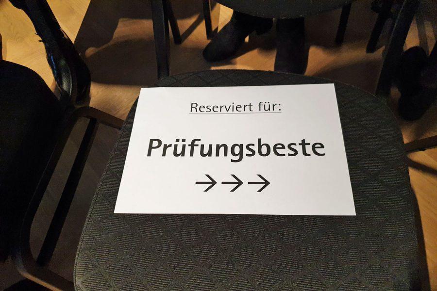 Stuhl, reserviert für Prüfungsbeste